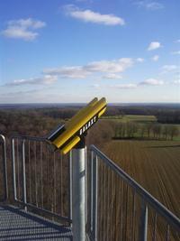 Das Fernglas auf dem Aussichtsturm bietet einen herrlichen Rundblick